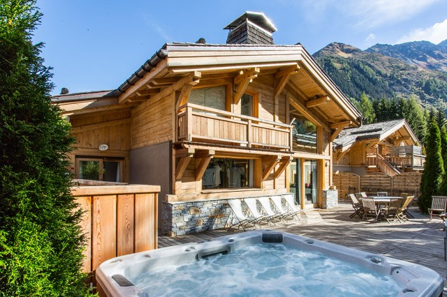 Chalet with private jacuzzi in Chamonix for private event